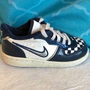 Nike Zapatos Tamaño 8C De Poshmark Vieja Escuela De 8C Cuadros af0f9b